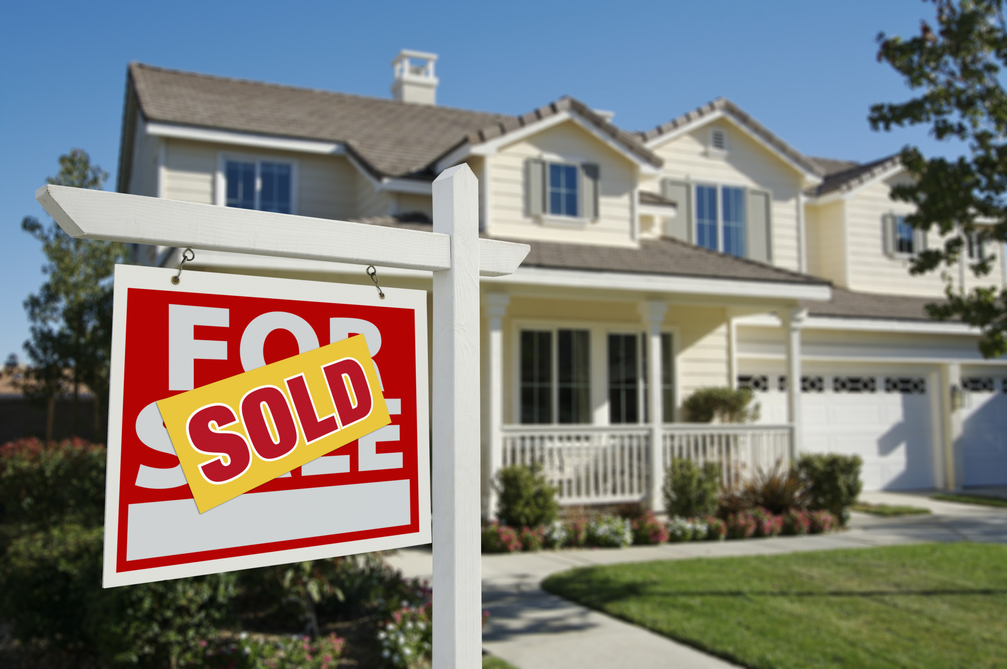 Should You Sell or Buy a Home in the Middle of the Current Crisis?